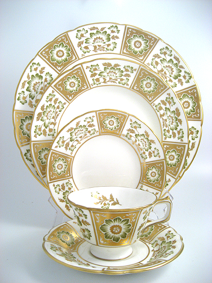 Royal Crown Derby Green Derby Panel
